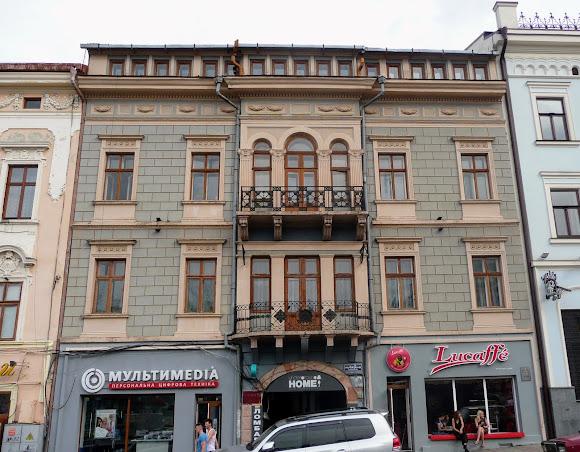 Черновцы. Центральная площадь, 4. 1891 г. Памятник архитектуры