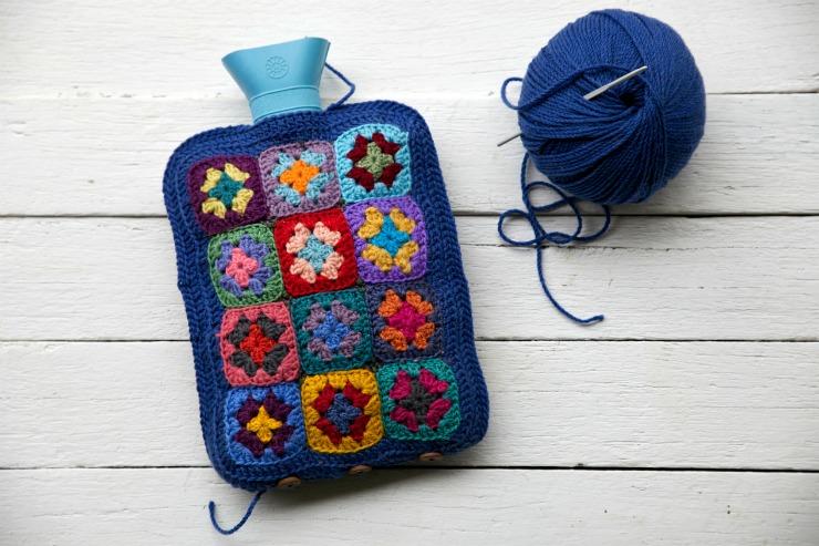 http://foxslane.blogspot.fr/2014/08/how-to-crochet-grannyhottie-grand-finale.html#.U_OIUEtH3lI