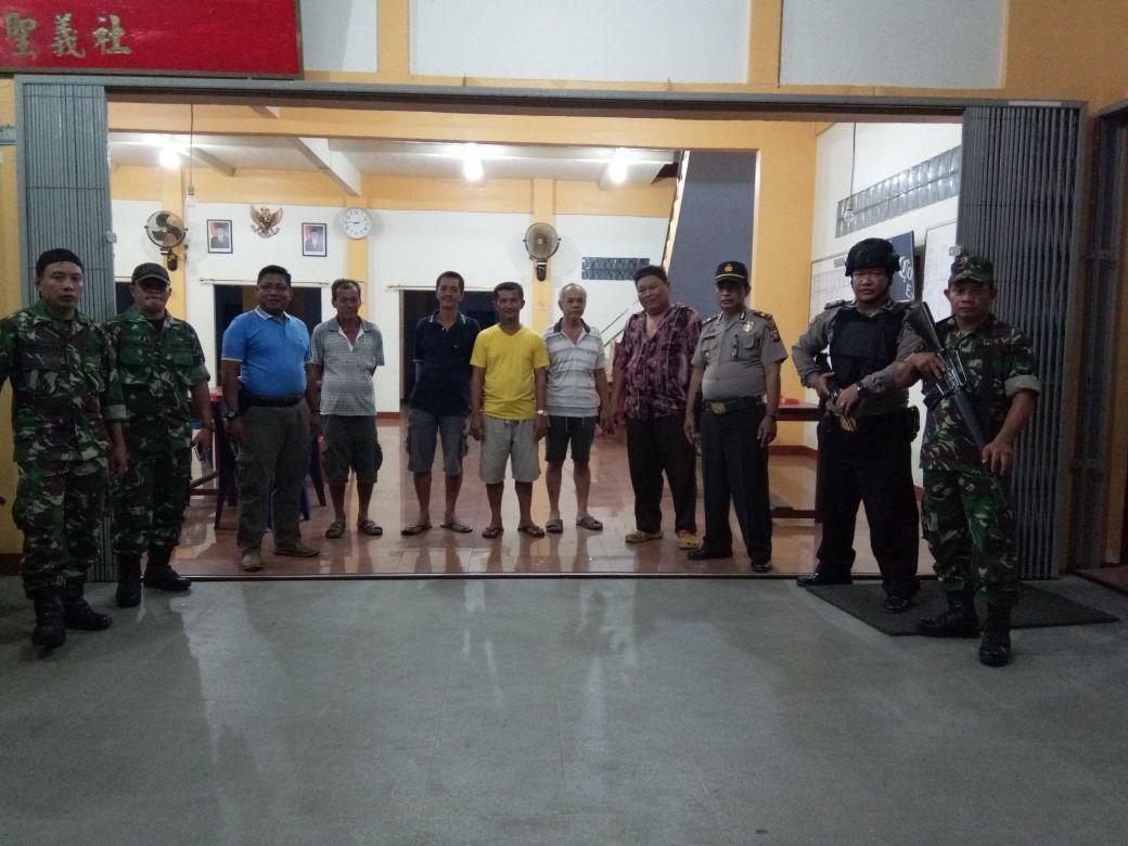 Polisi dan TNI Bersenjata Lengkap Lakukan Patroli di Rumah Ibadah
