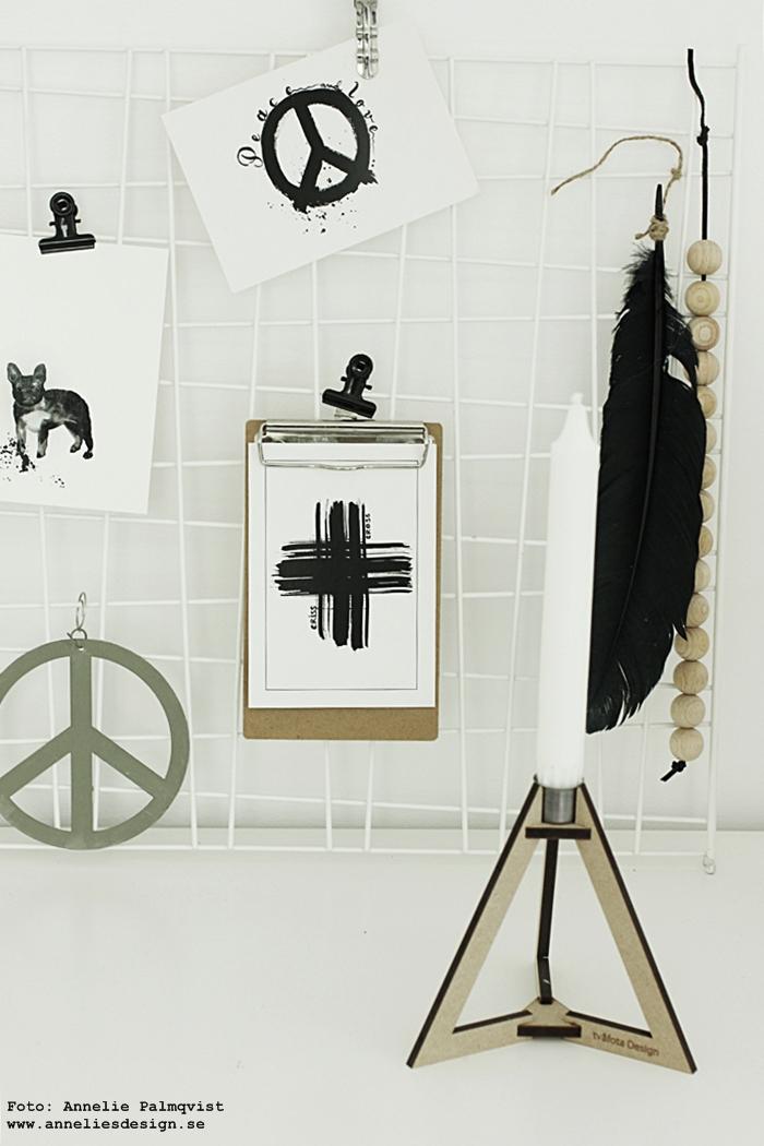 nät, galler, hänga upp vykort, webbutik, webbutiker, webshop, inredning, clips, annelies design, poster, posters, print, prints, kort, vykortet, svart och vitt, erbjudande, rabatt, böset ljusstake, tvåfota design, svartvitt, vitt, vit, vita, peace, kors, peacetecken, peacetecknet, fjäder, träkulor,