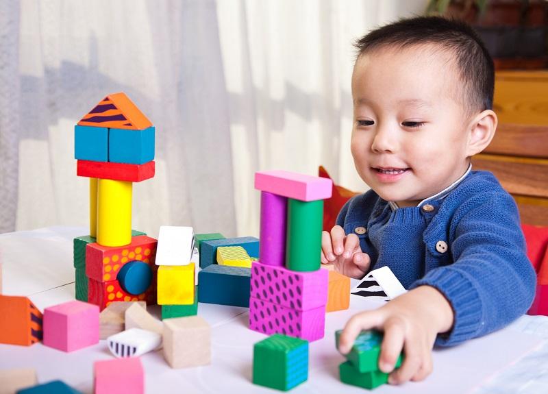 3 Permainan Melatih Gerak Halus Anak
