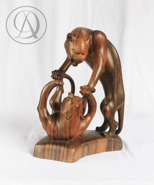 Divka Antik menjual barang antik, unik, kuno, langka, dan barang seni seperti Patung Harimau