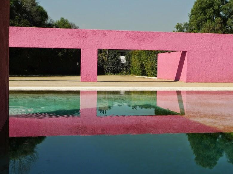 różowa architektura