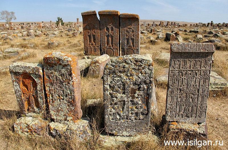 Kladbishhe-hachkarov-Selo-Noratus-Armenija