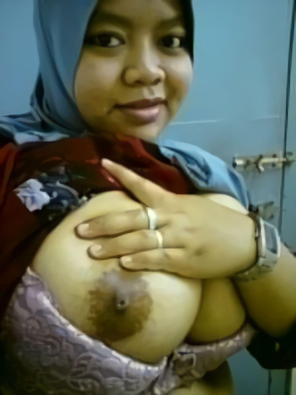 Tante Jilbab Toket Gede | Payudara Toket Gede