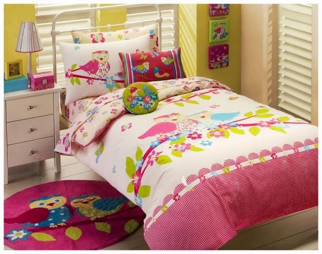 Desain kamar tidur anak perempuan untuk 2 orang