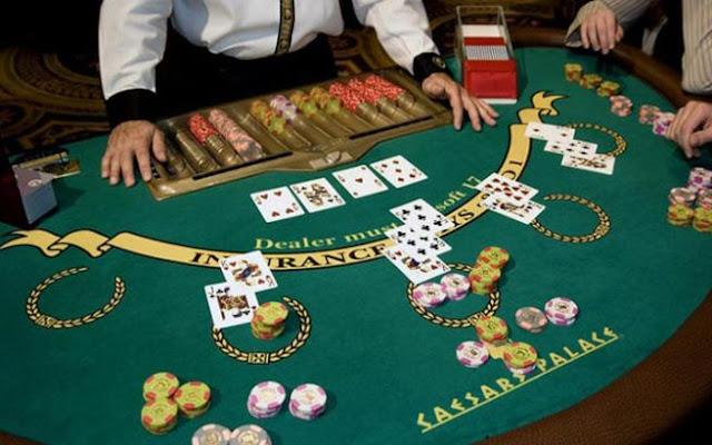 Play Blackjack card game in casino