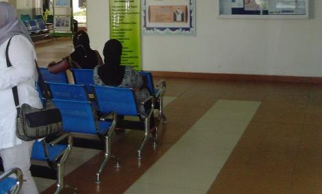 kursi ruang tunggu rumah sakit