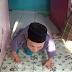 Mengharukan, Ustad Ini Berjalan Merangkak Untuk Beri Pelajaran Baca Al Quran Pada Anak-anak, Berikut Kisahnya