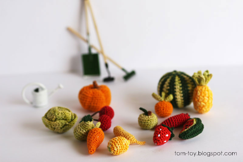 Miniature crochet food