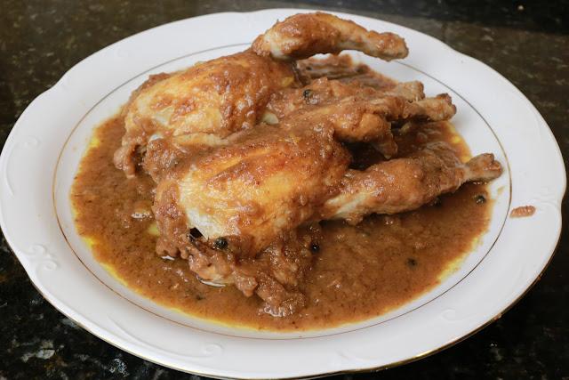Pollos picantones en salsa de arándanos