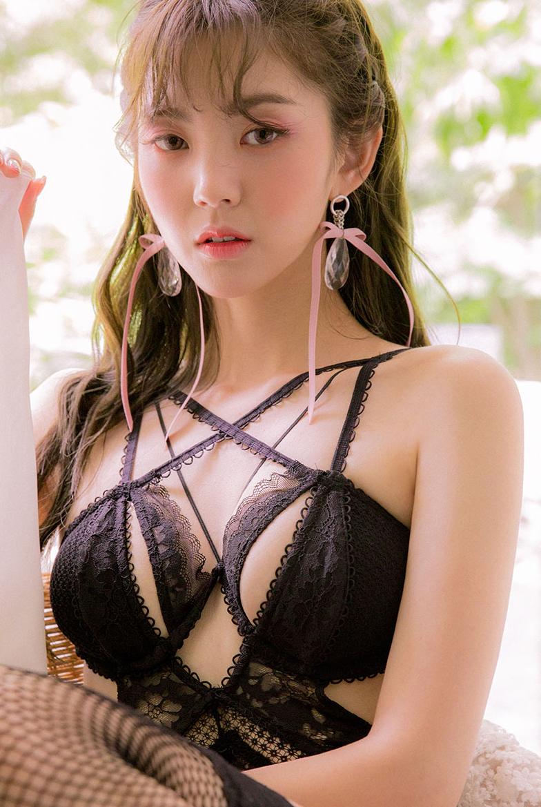 Korean Model Lee Chae Eun in Lingerie Set August 2017