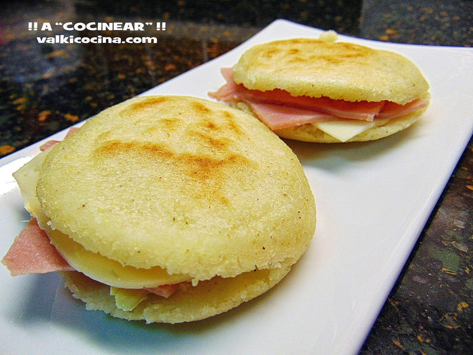 arepas rellenas de jamon cocido y queso