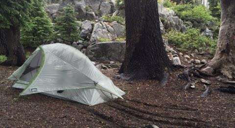Négy holttestre bukkantak a halálhegyen egy sátorban