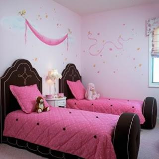 cuarto en marrón rosa