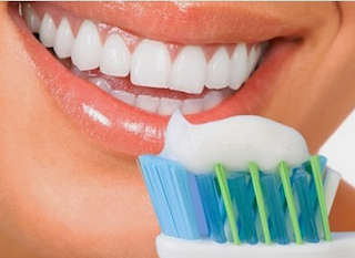 Cara menghilangkan plak / karang gigi dengan mudah dan cepat