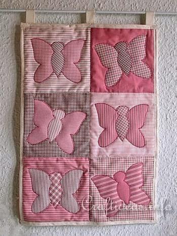 painel e quadros feitos de retalhos de tecidos