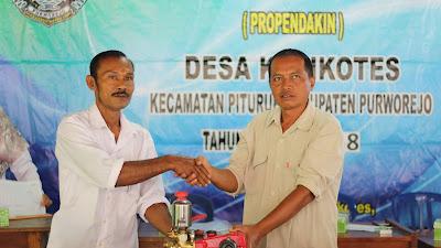 Pemdes Desa Kalikotes Berikan Bantuan Ke Masyarakat Miskin