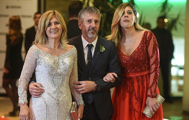 Mother, father and sister of Lionel Messi posing in the Red carpet of Messi's wedding