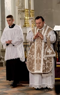 The Ash Grey Lenten Vestments of the Rite of Lyon