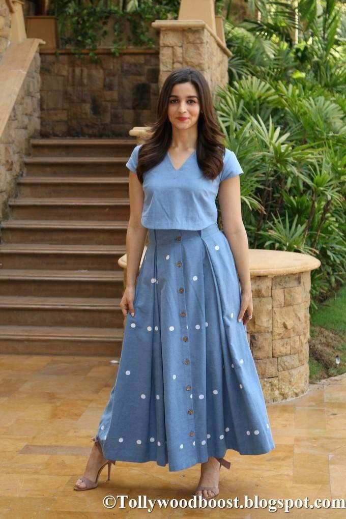 Bollywood Actress Alia Bhatt Stills At IIFA In Blue Gown