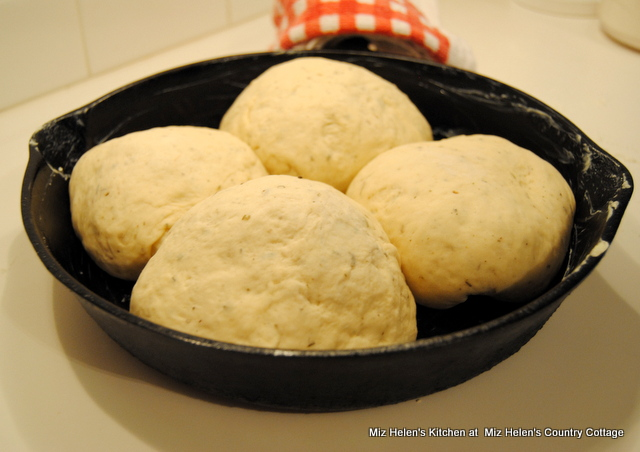 Herb Skillet Bread at Miz Helen's Country Cottage