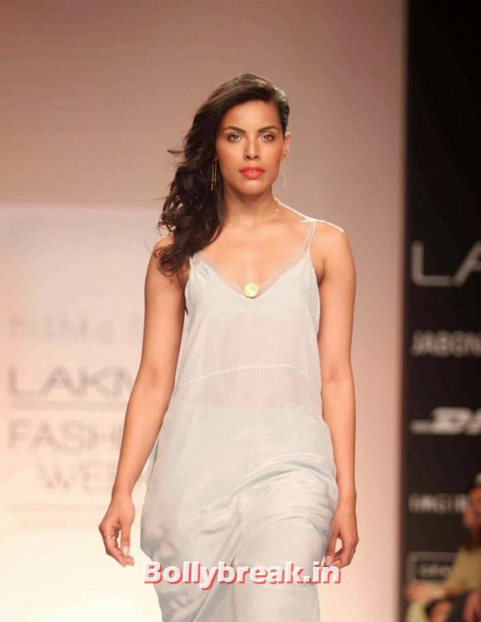 Deepti Gujral, Hot Models Walk Ramp for Nishika Lulla Show at LFW Summer Resort 2014