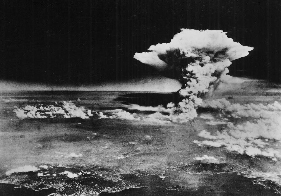 Το ατομικό σύννεφο πάνω από τη Χιροσίμα