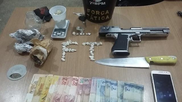 Polícia apreende rapaz por tráfico de drogas e recupera moto roubada em Ariquemes
