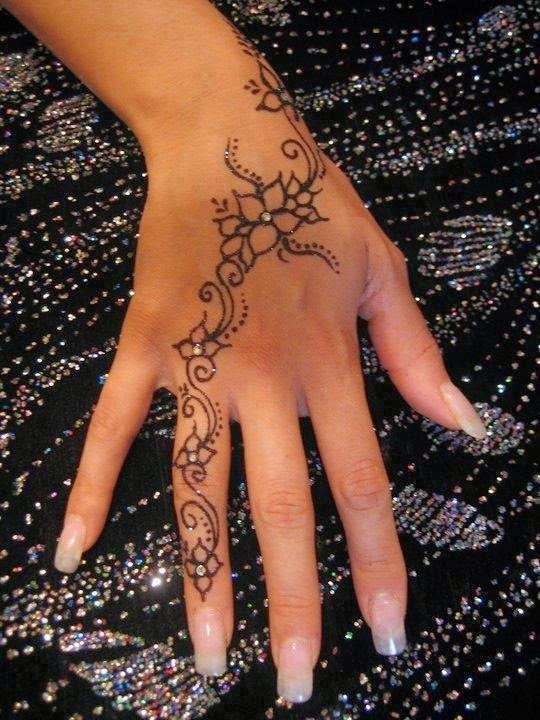 Simple Henna Tattoo On Hand: Simple And Elegant Henna Tattoo Designs For Hands