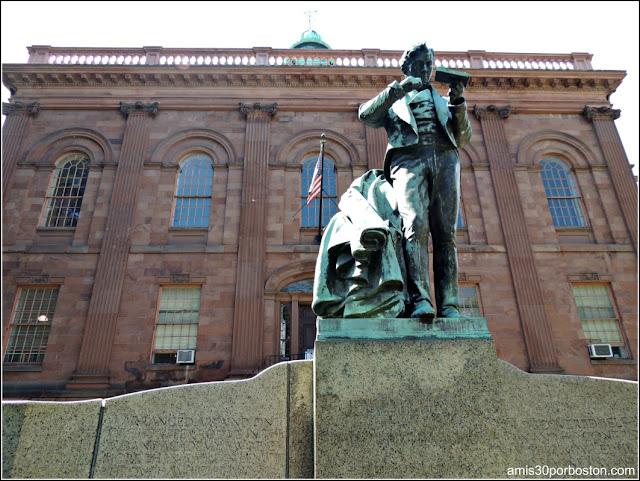 Escultura de Joseph Henry frente al Old Albany Academy Building