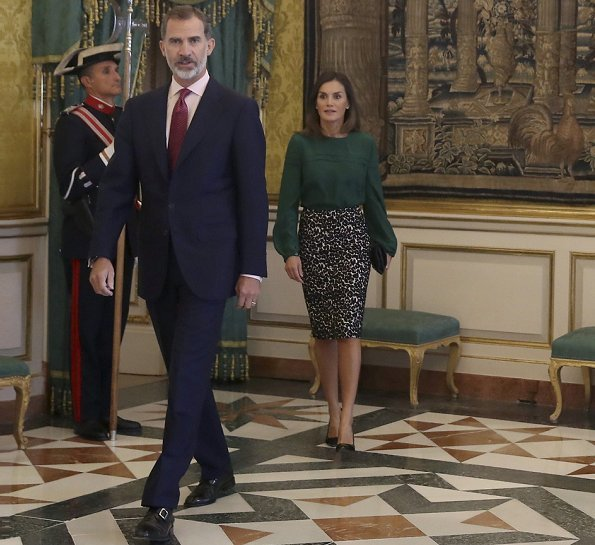 Queen Letizia wore Roberto Verino Jacquard pencil skirt. Queen Letizia recycling an animal print skirt and Carolina Herrera green silk blouse