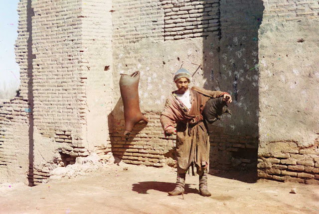 A water-carrier in Samarkand (present-day Uzbekistan), ca. 1910.