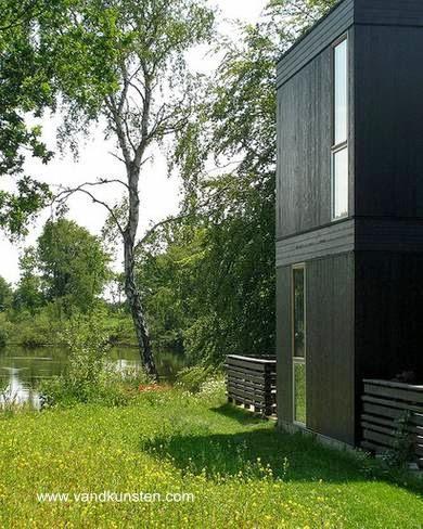 Extremo de una moderna vivienda prefabricada en Dinamarca