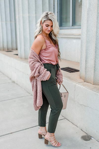 15+ Alternative Fall Outfits to Wear This Season | Ruffle Layer Cami + Cardigan in mink + Mid Rise Ankle Jogger Pants + Comfity Sandals