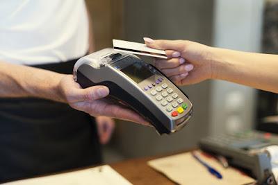 Datafono para comprar y pagar con tarjeta en Laugavegur