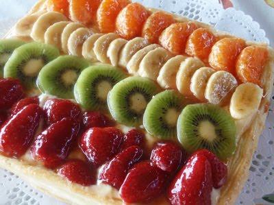 tarta de hojaldre y  frutas
