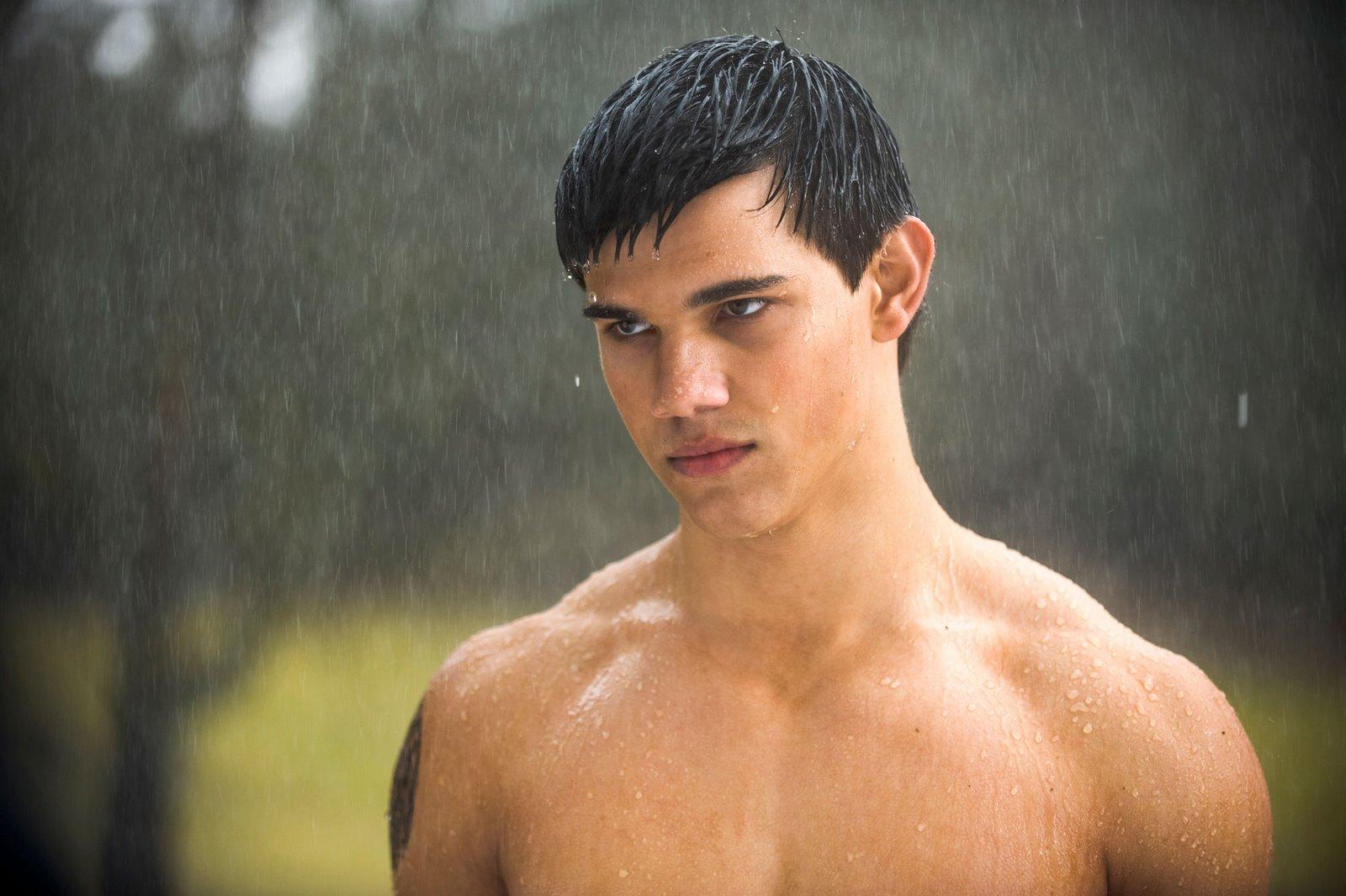 Hot Titans: Taylor Lautner Bulge
