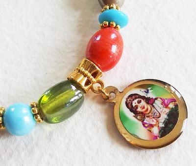 https://www.alittlemarket.com/bracelet/fr_bracelet_bollywood_hippie_sous_la_protection_de_shiva_perles_de_verre_perles_murano_breloques_dore_et_multicolore_-16677035.html