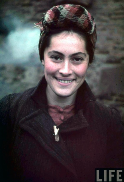 Female inhabitant of a Ghetto, women color photos worldwartwo.filminspector.com