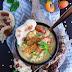Gelbe Linsen Suppe mit Aprikose, Sesam Hähnchenspießen und mini Naan Brot