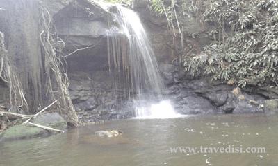 Berikut wisata alam air terjun kalbar yang terletak di tengah hutan Kab Sekadau,sebernarnya air terjun ini tak kalah dengan air terjun merasap dll,tapi karena