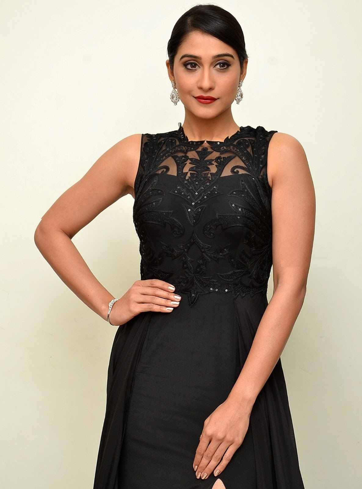 Regina Cassandra Hot 2016 Photos In Black Dress
