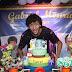 Ator de 'Cúmplices de Um Resgate' comemora 18 anos ao lado de amigos