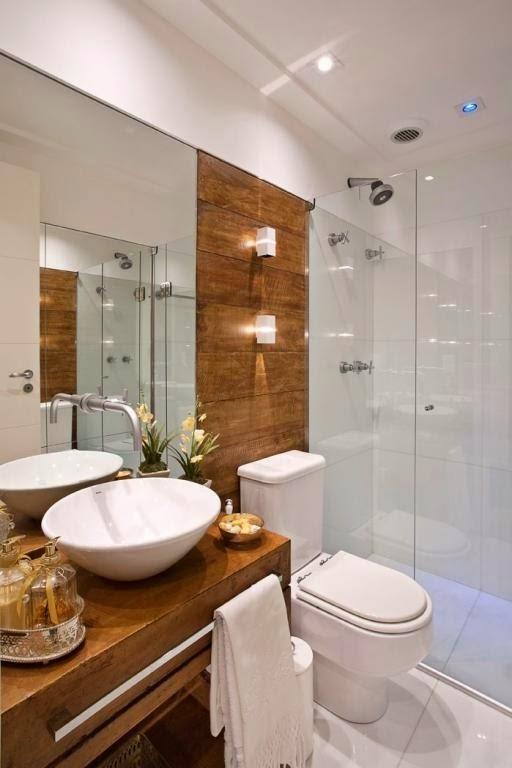 banheiro- branco-com -madeira-decoração