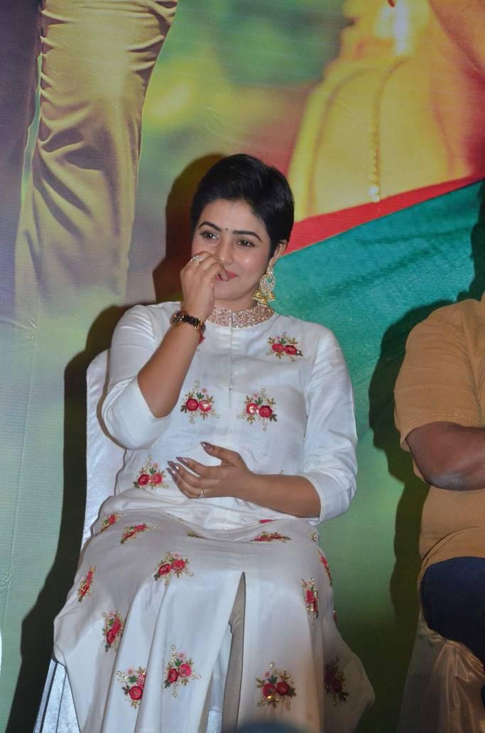 Telugu Actress Poorna In White Dress At Savarakathi Press Meet