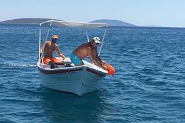 Τοποθέτησαν πλωτούς σημαντήρες για την ασφάλεια των κολυμβητών στο Τολό