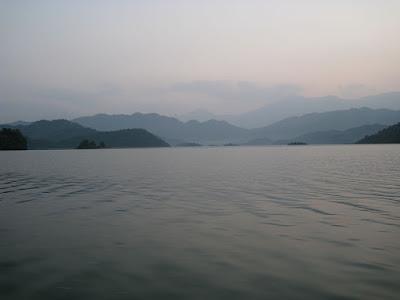 タイグエンのヌイコック湖(hồ Núi Cốc)