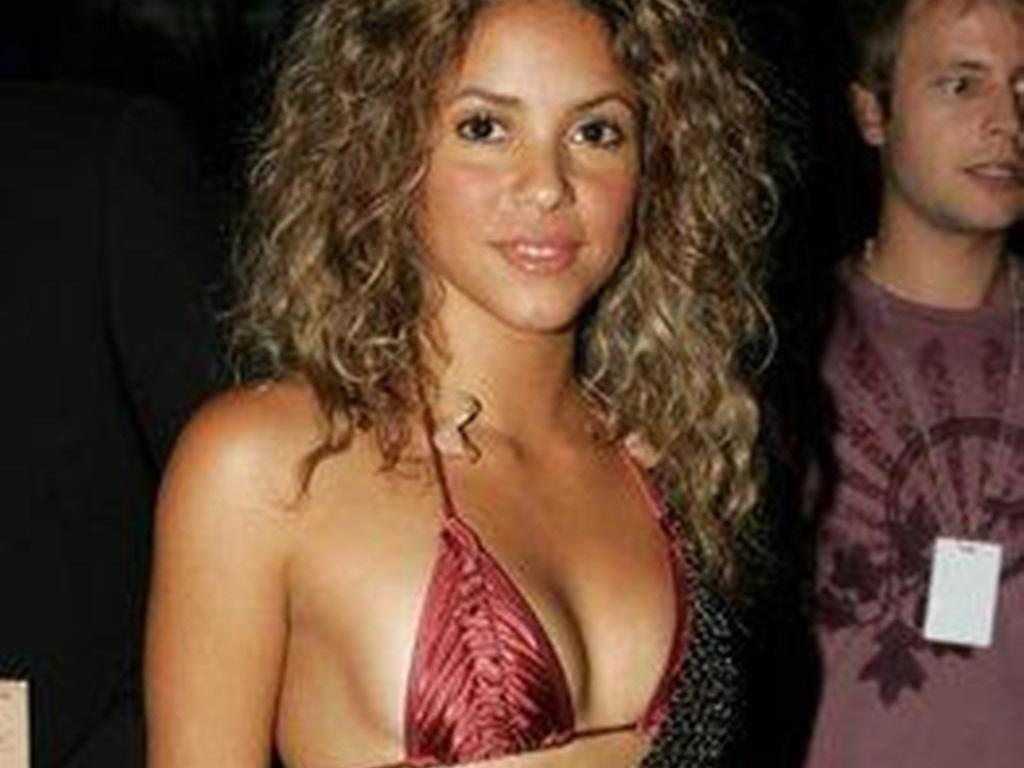 Shakira Shakira Breast Pics-2762
