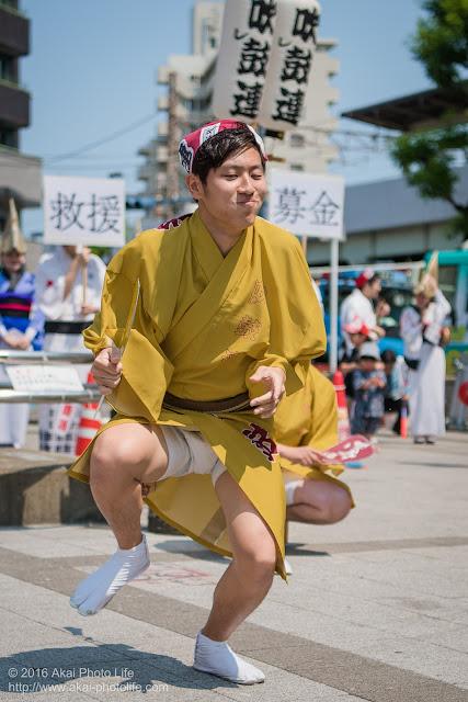 吹鼓連、高円寺駅北口広場での舞台踊り、男踊りの踊り手の写真 1